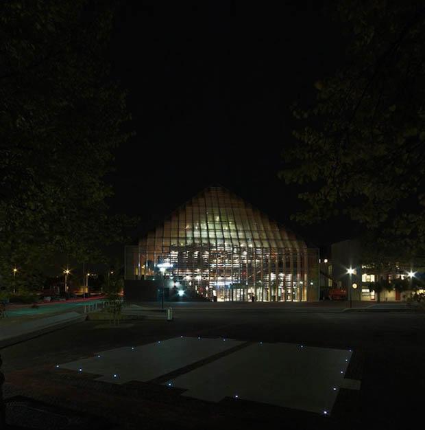 2012 год – открыта библиотека Book Mountain в Спейкениссе, Голландия