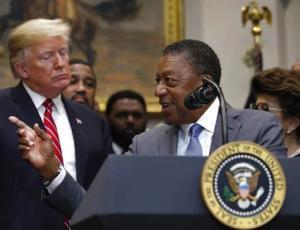 Роберт Джонсон, первый афроамериканец миллиардер, требует $14 трлн репараций за рабство